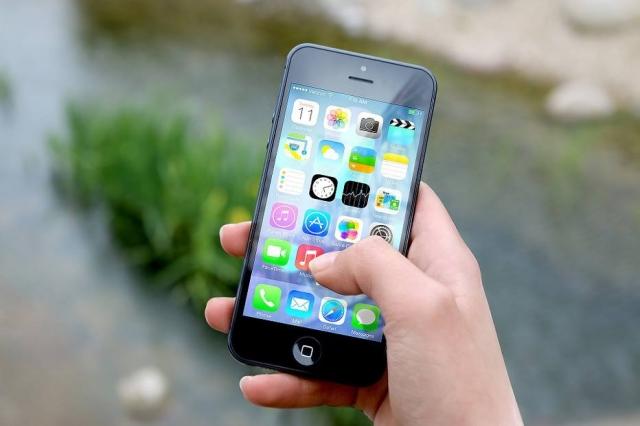 Resultado de imagem para No Brasil, 92% dos lares têm celular