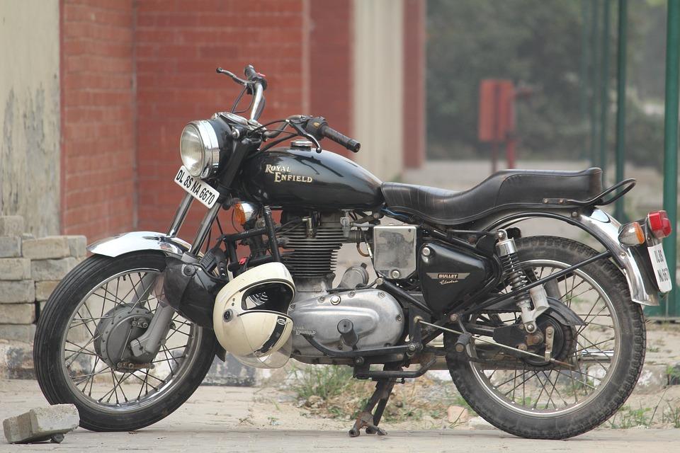 5ac0274892c Indianos batem recorde após colocarem 58 pessoas em moto em ...