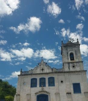 Igreja de Araçatiba, em Viana, construída pelos Jesuítas e tombada desde 1950 pelo Instituto do Patrimônio Histórico e Artístico Nacional (IPHAN)