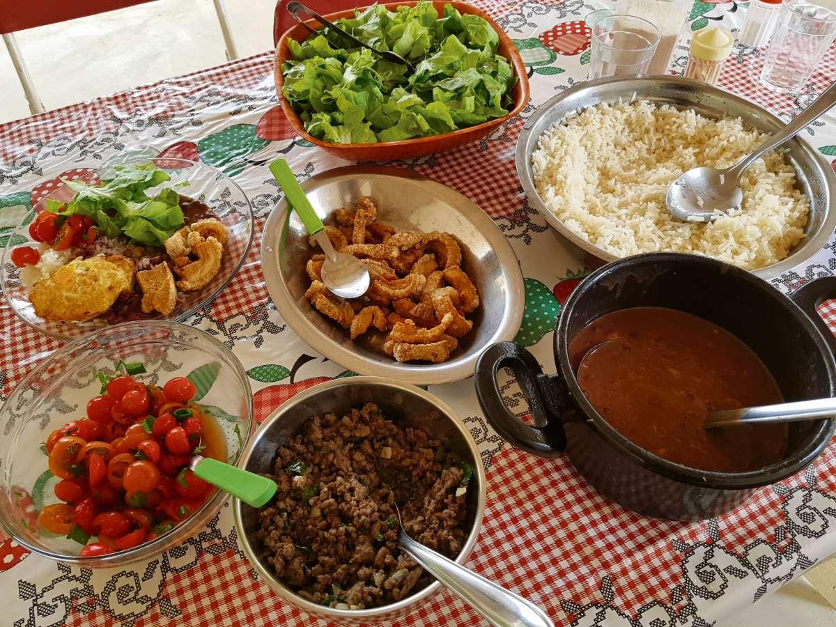 Almoço no restaurante da Dona Maria . Crédito: Edson Chagas