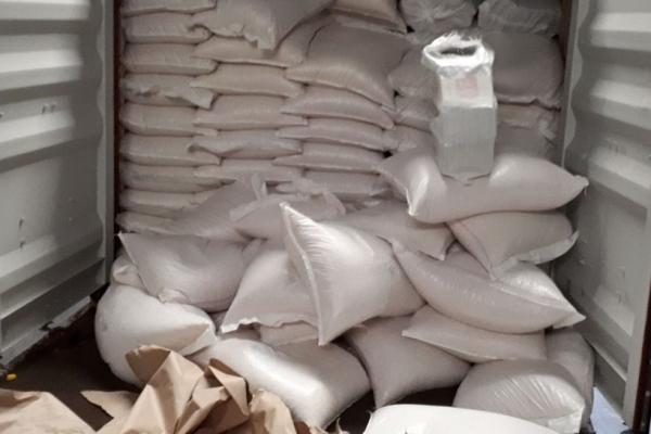 Droga estava escondida entre carga de milho