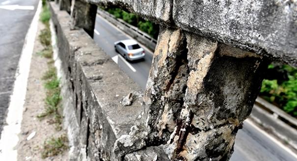 Fissura de dilatação na Segunda Ponte oferece perigo