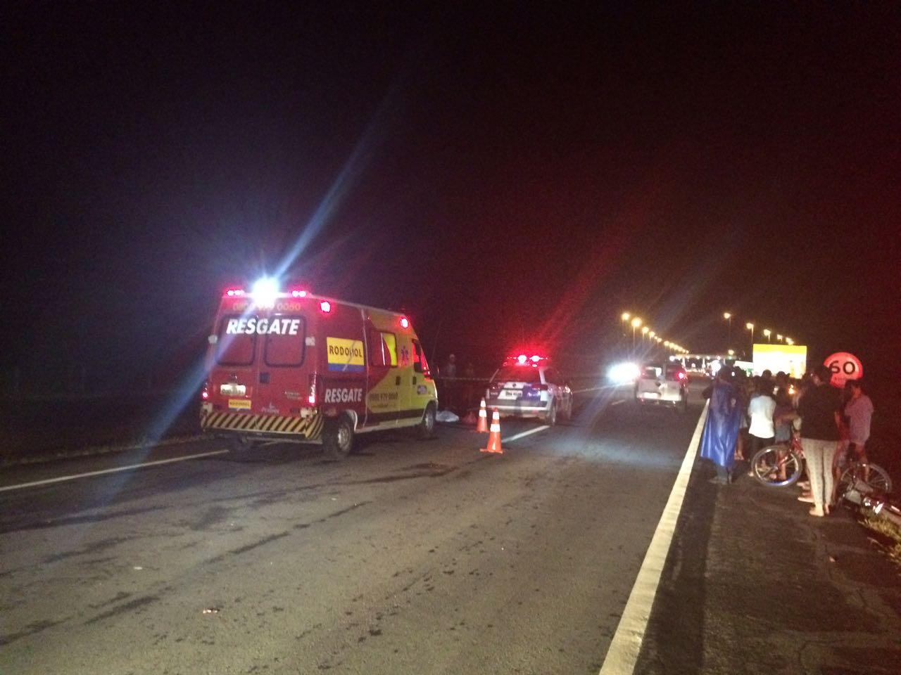 Uma mulher morreu após ter sido atropelada na Rodovia do Sol nesta quarta-feira (03). Crédito: Rodrigo Maia/TV Gazeta