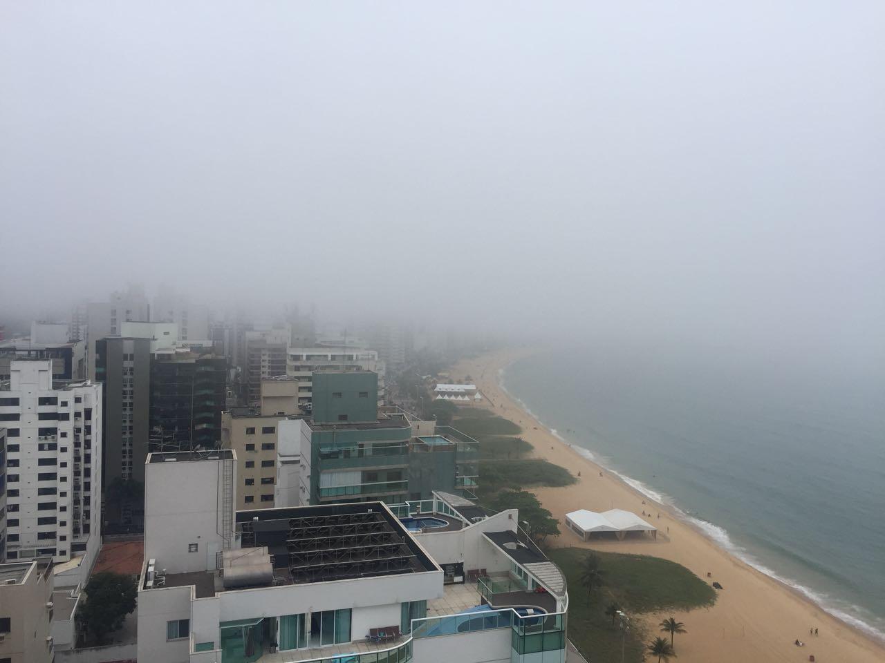 Nevoeiro chama atenção de capixabas em Vila Velha. Crédito: Foto do Internauta/Alexandre Tomaz