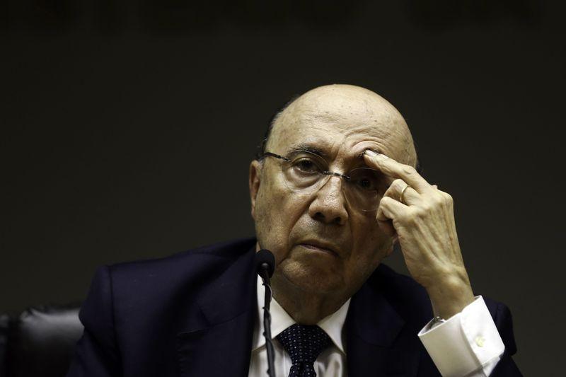 Meirelles admite disputar Presidência contra Temer