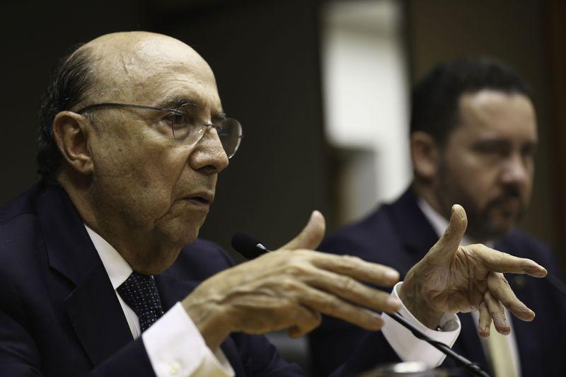 É preciso discutir reforma da Previdência após intervenção no Rio, diz Meirelles
