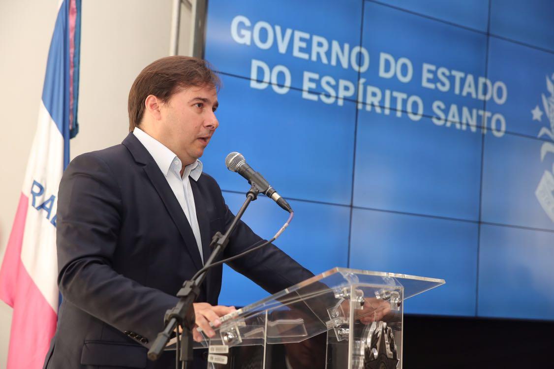 Congresso não é responsável pelo rebaixamento da nota do Brasil, diz Maia