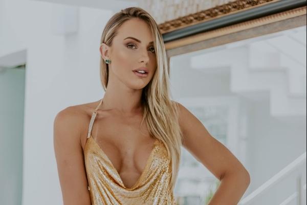 A modelo Monick Camargo
