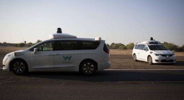 Van sem motorista da Waymo presta serviço de carona em Phoenix