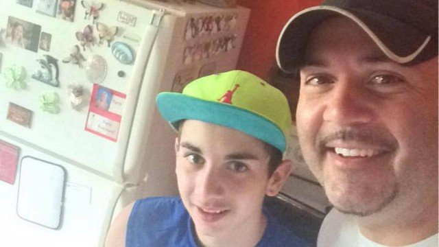 Pai entrega o filho à polícia após encontrar fotos de criança nua