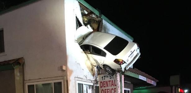 Carro 'voa' nos EUA. Crédito: Orange County | Fire Authority | Twitter