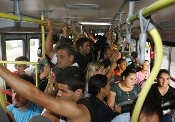 Ônibus lotado. Crédito: Reprodução/Facebook