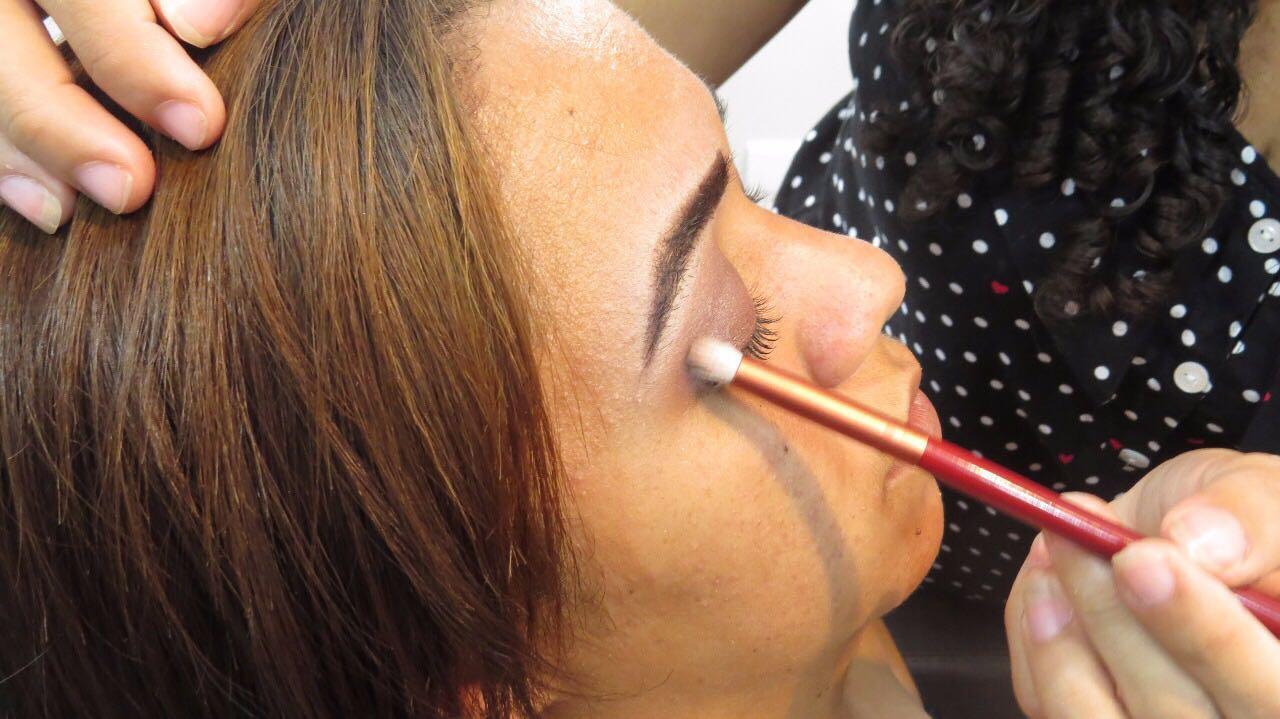 Curso de maquiagem oferecido pelo Projeto OportunidadES. Crédito: Divulgação / Secti