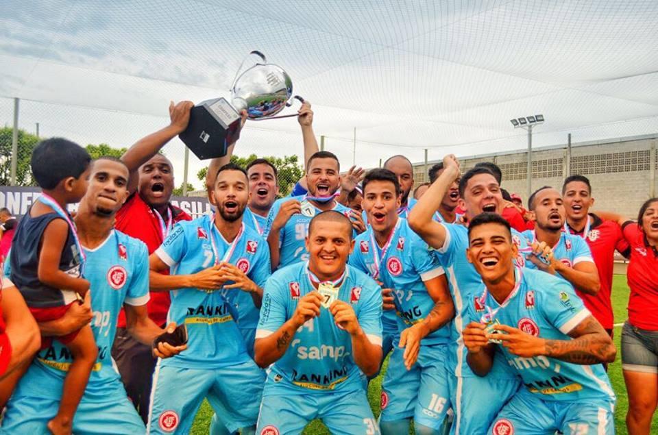 Unilog ergueu a taça do Campeonato Brasileiro de Fut7. Crédito: Unilog FC/Divulgação