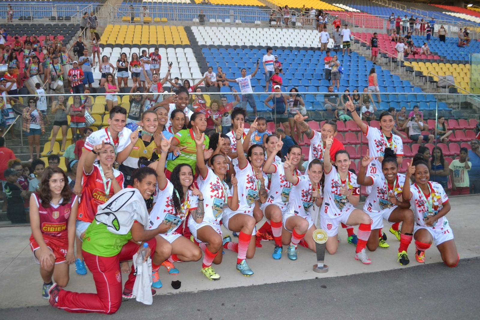 Meninas do Vila Nova tiveram uma temporada 2017 vitoriosa. Crédito: Sidney Magno Novo/GloboEsporte.com