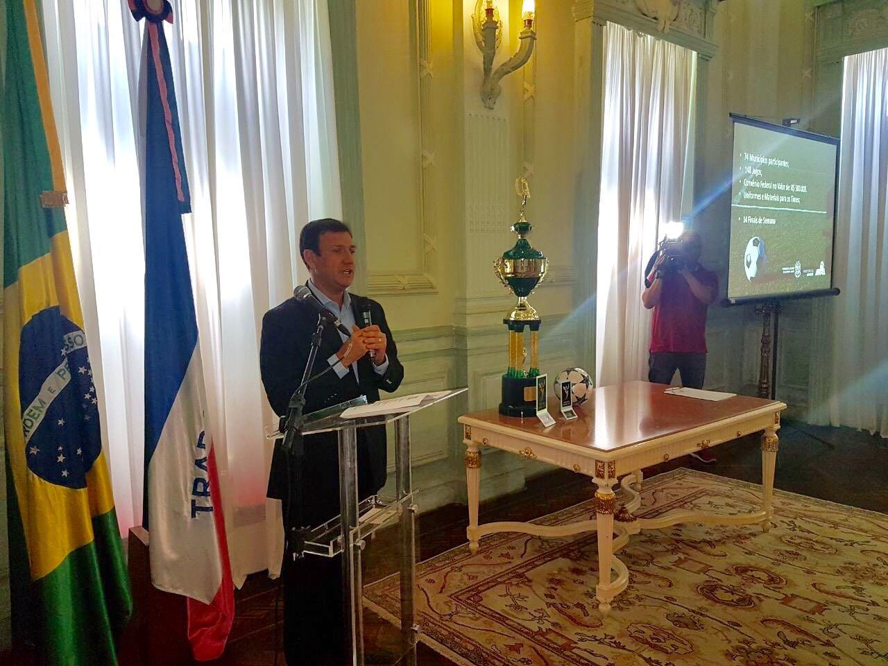 Roberto Carneiro discursa em evento de lançamento do Campeonato Rural de futebol amador. Crédito: Evandro Figueiredo/SESPORT