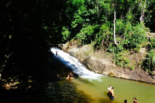 Vale das Cachoeiras (Pitangui e Aloisio), Viana