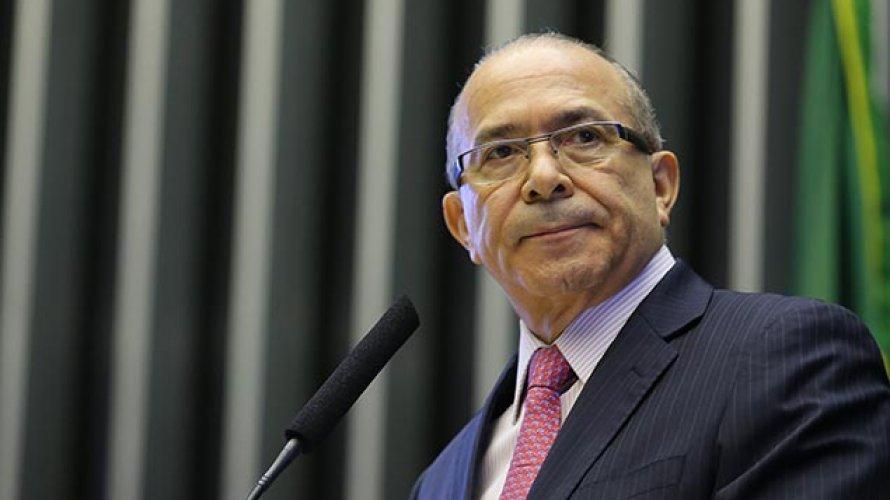 Todos os candidatos podem se beneficiar com Lula inelegível, diz Padilha