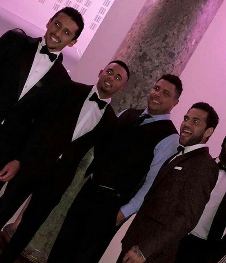Marquinhos, Gabriel Jesus, Ronaldo e Daniel Alves representam duas gerações da Seleção na festa. Crédito: Reprodução/Instagram