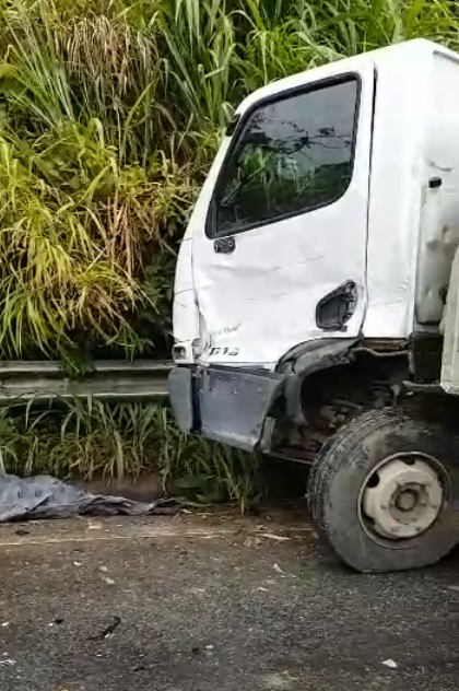 Caminhões se envolvem em acidente na ES 164. Crédito: Internauta