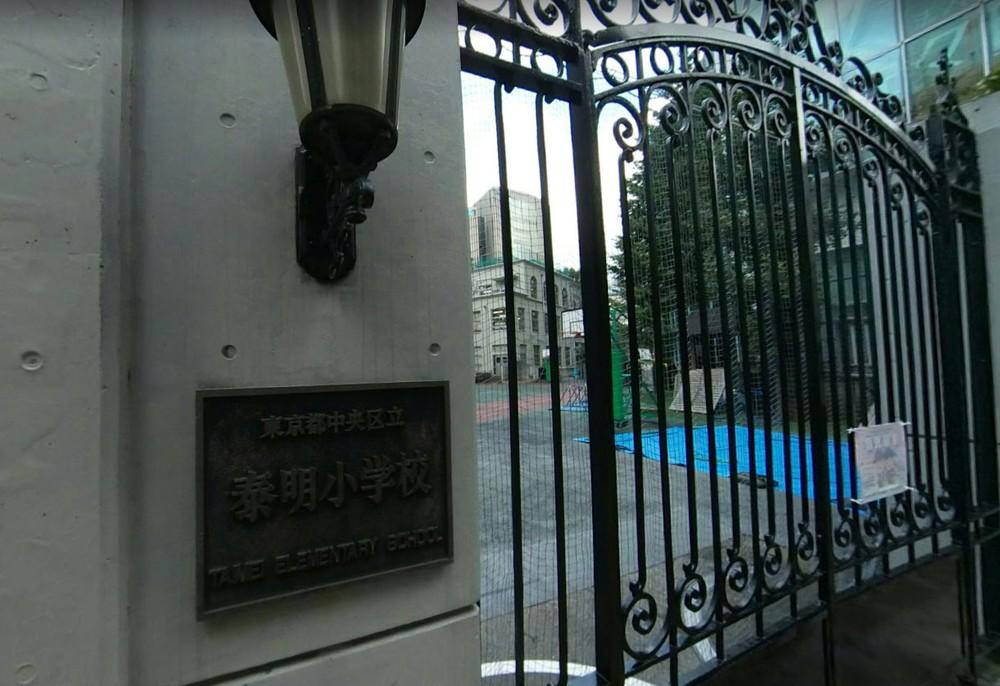 Uma escola pública em Tóquio quer adoptar uniformes da Armani