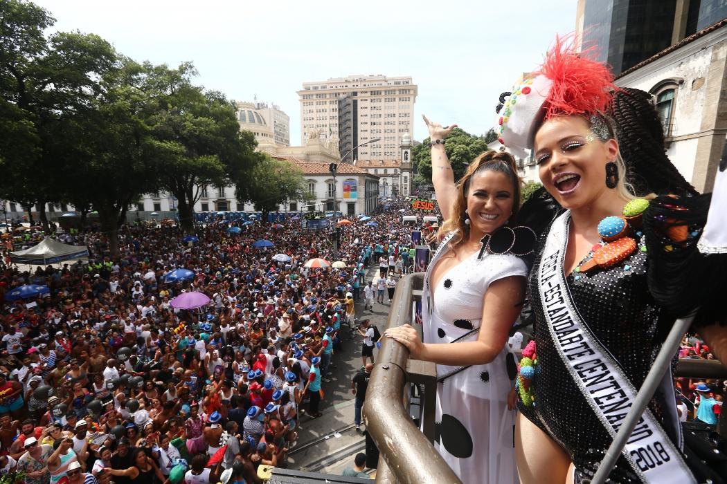 27addf46dd35d Multidão curte o centenário do Cordão da Bola Preta no Rio - Cultura ...