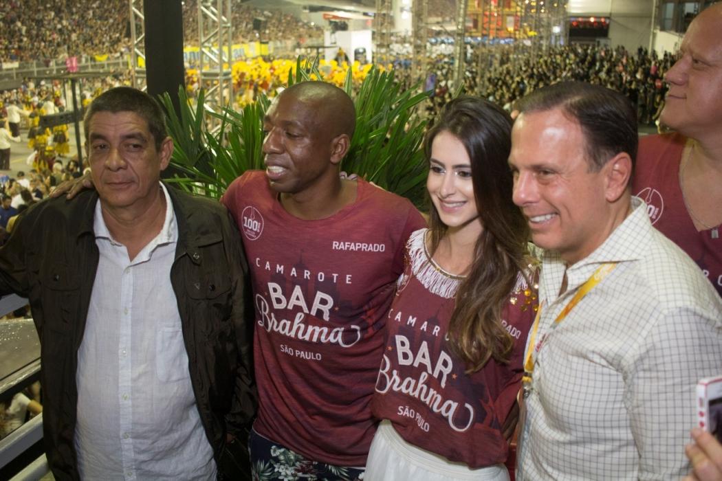 Zeca Pagodinho se irrita com pedido para tirar foto com João Doria
