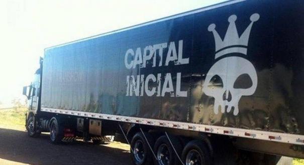 Caminhão da banda Capital Inicial