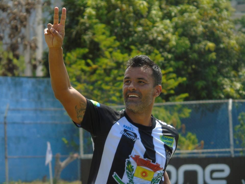Eraldo marca duas vezes e garante resultado para o Atlético. Crédito: Atlético Itapemirim/Divulgação