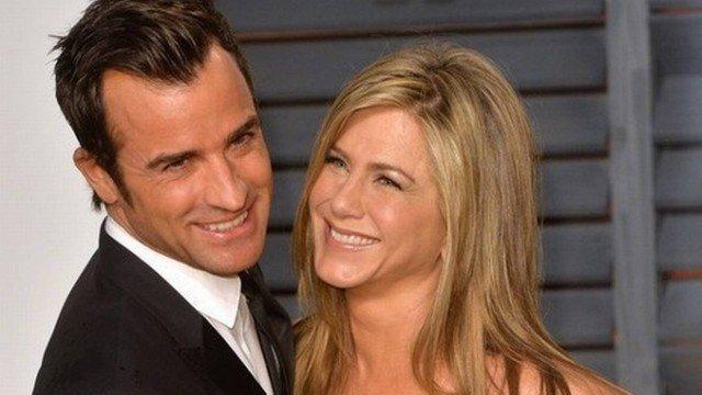 Jennifer Aniston anuncia fim de casamento