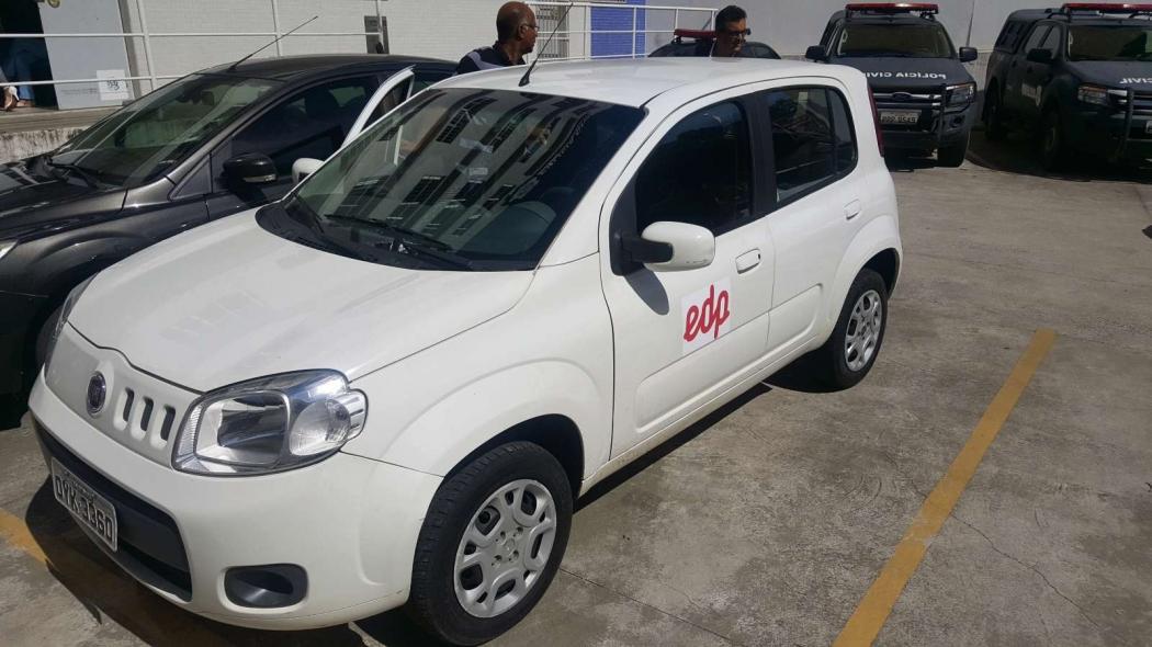 Carro utilizado pelo falso funcionário da EDP Escelsa tinha plotagem com logo da distribuidora. Crédito: Victor Muniz