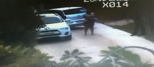f7ece22b9 Bancária, que estava com o adolescente dentre do carro, foi flagrada pela  polícia