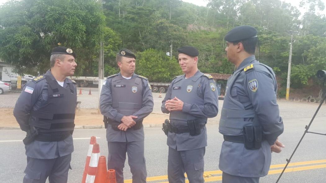 Reforço: comandantes da Polícia Militar no Sul do Estado estiveram na BR 101. Crédito: Beatriz Caliman