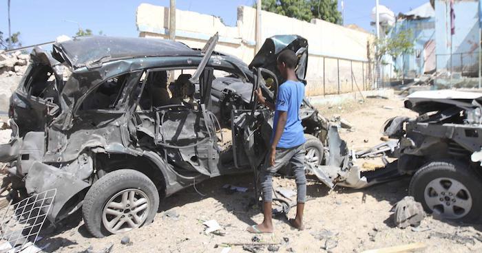 Dois carros-bomba explodem nos arredores do palácio presidencial da Somália