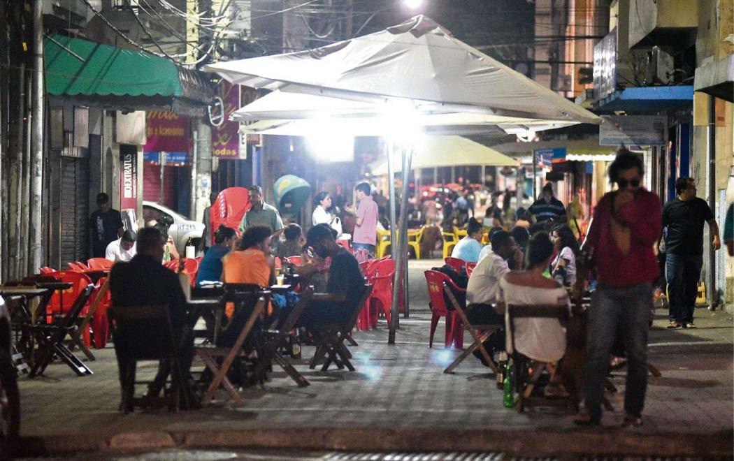 Vida noturna no Centro de Vitória, na região da Rua Sete. Crédito: Fernando Madeira