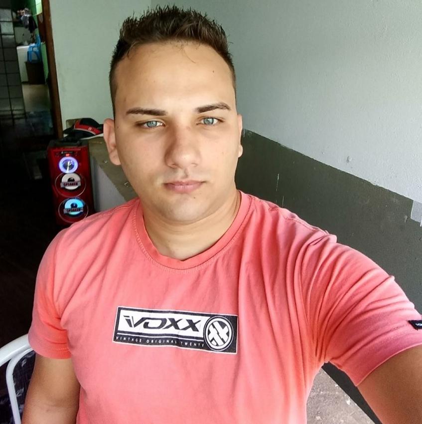 Rubens de Almeida Dias Júnior, 23 anos, é o principal suspeito de matar Andrielly Mendonça Pereira dos Santos, de 20 anos. Crédito: Reprodução/Facebook