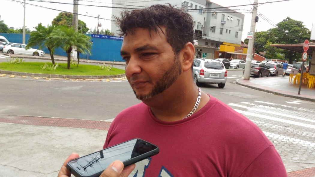 O encarregado de operações, Anderson Pereira dos Santos, 40 anos, pai da jovem de 20 anos morta em Vila Velha. Crédito: Eduardo Dias