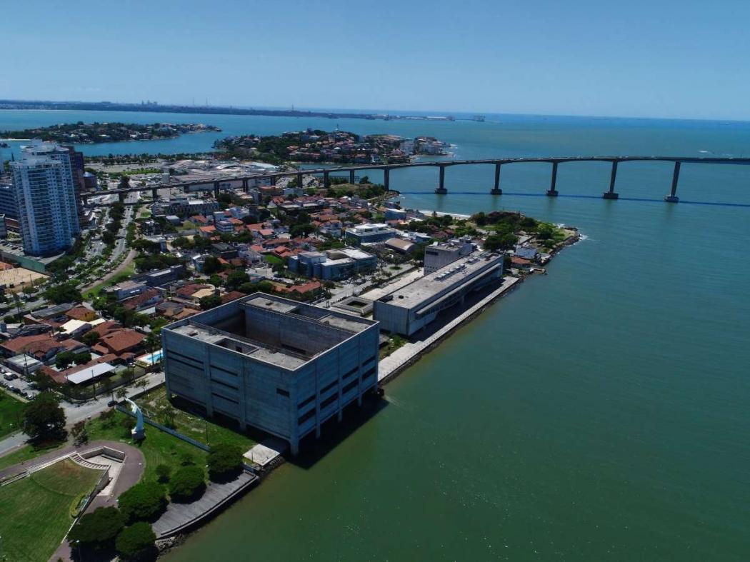 Visão aérea das obras do Cais das Artes. Crédito: CLEFERSON COMARELA/VIXFLY DRONES