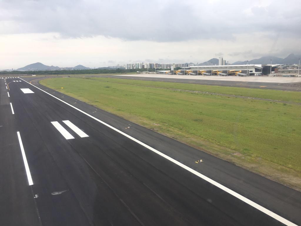 A utilização da nova estrutura, que tem 2.058 metros, acontece um dia após a primeira decolagem doméstica. Crédito: Internauta