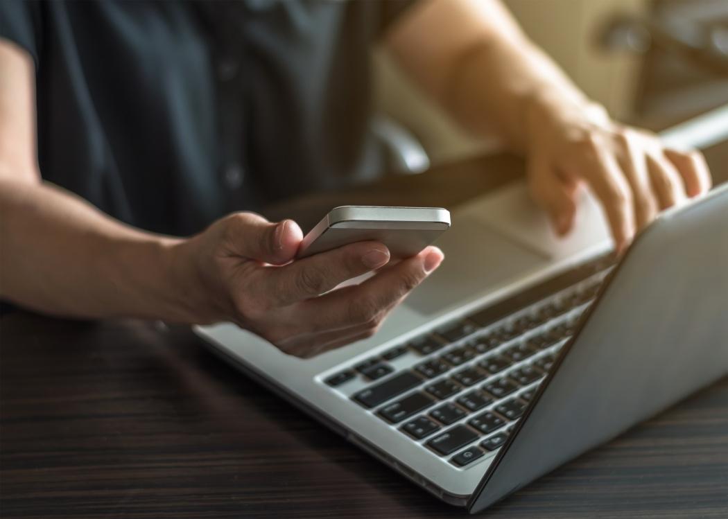 Conexão com a internet: queda no preço. Crédito: Shutterstock