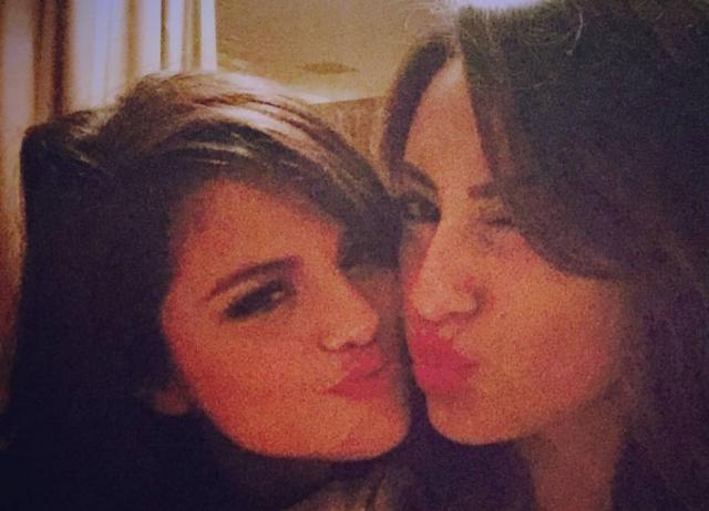Selena Gomez e Francia Raísa são amigas desde 2008 . Crédito: Instagram / @franciaraisa