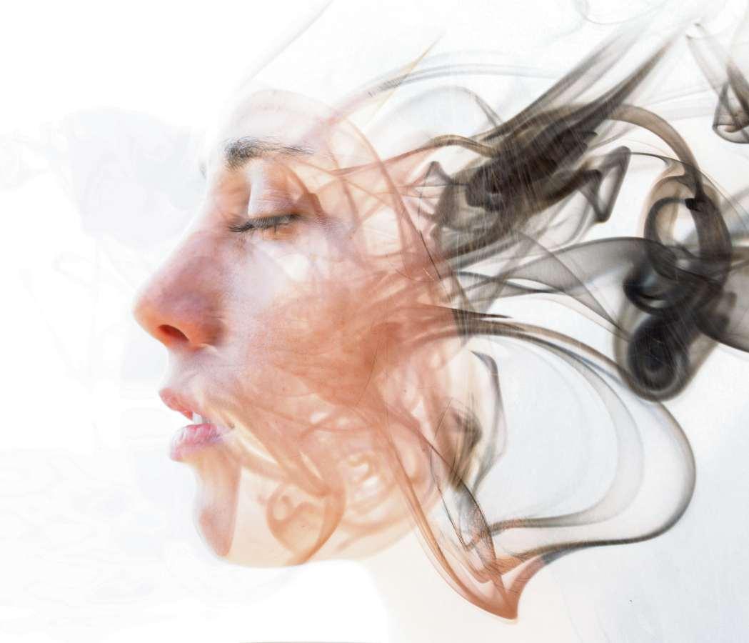 Além de ser uma maneira de acessar o nosso subconsciente, a hipnose pode curar traumas, medos e até doenças. Crédito: divulgação