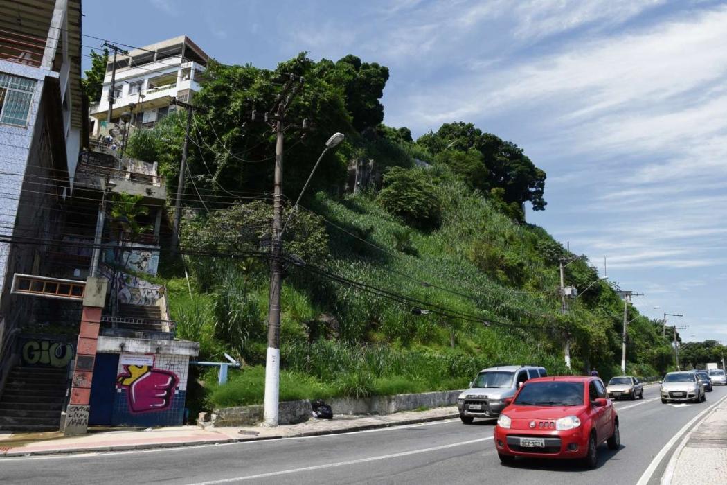 Encosta do Forte São João, em Vitória, é uma das que deve receber obra. Crédito: Fernando Madeira