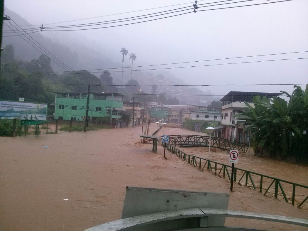 Em Rio Novo do Sul muitas famílias foram afetadas . Crédito: Internauta  - Via WhastApp