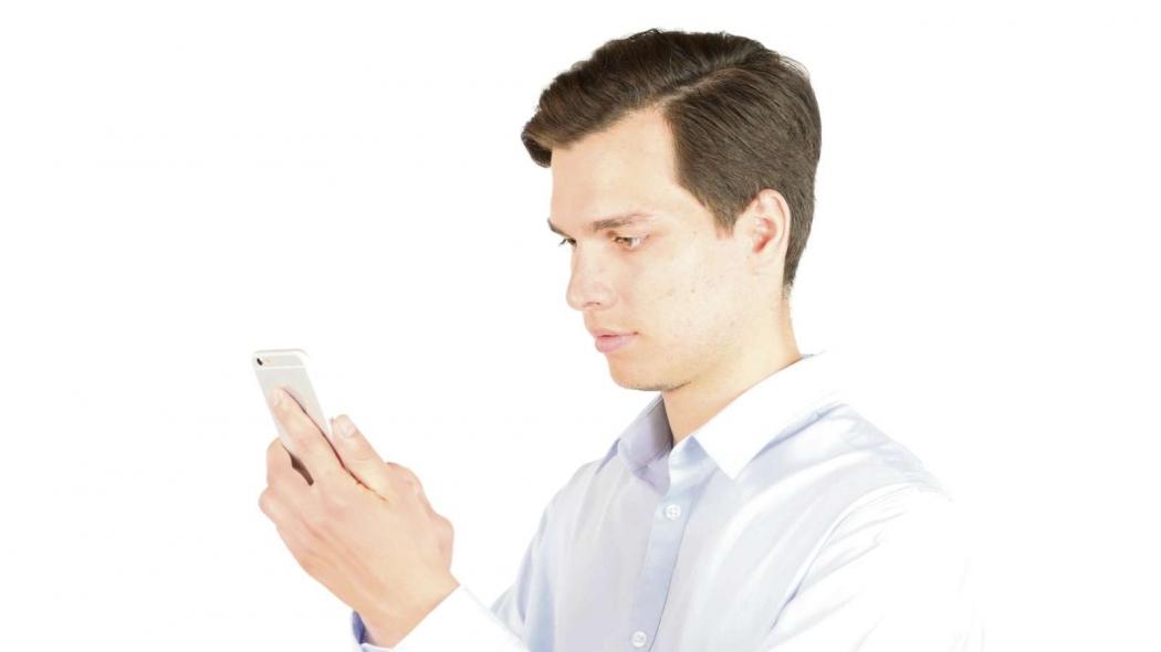 323905f4a Ao usar tablets e celulares, é importante manter certa distância da tela