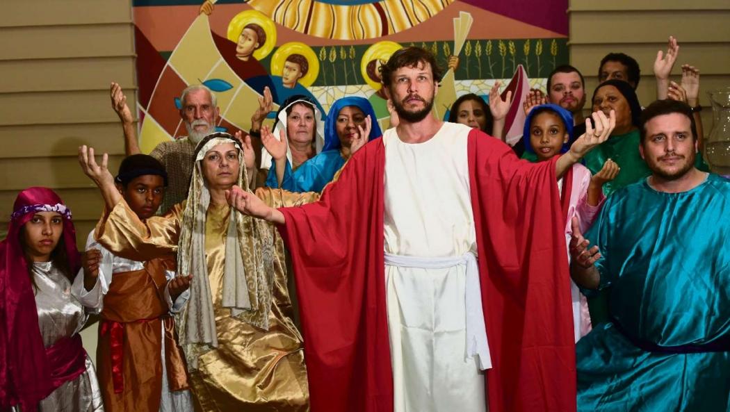 Homem invade peça no RS e tenta 'salvar' Jesus