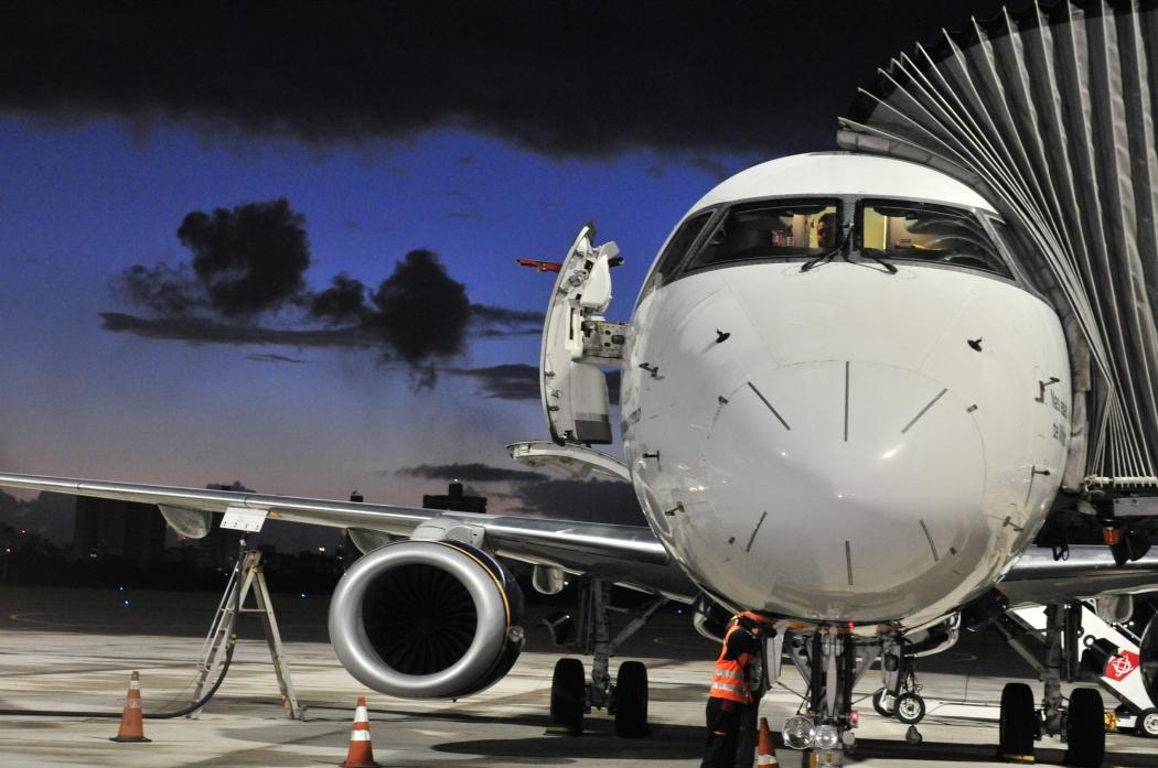 Avião em nova área do aeroporto. Crédito: Luísa Torre