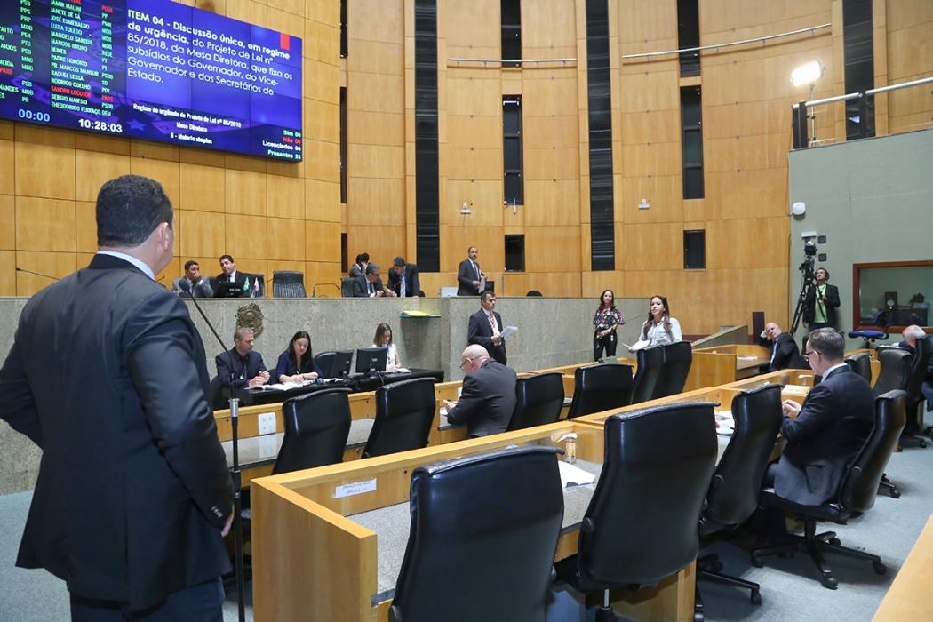 Sessão na Assembleia Legislativa aprova aumento para governador, vice e secretários. Editoria: Política. Crédito: Tati Beling/ALES