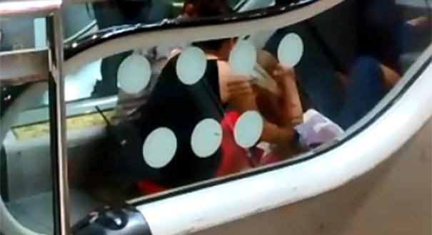Acidente aconteceu em escada rolante de shopping. Crédito: Reprodução