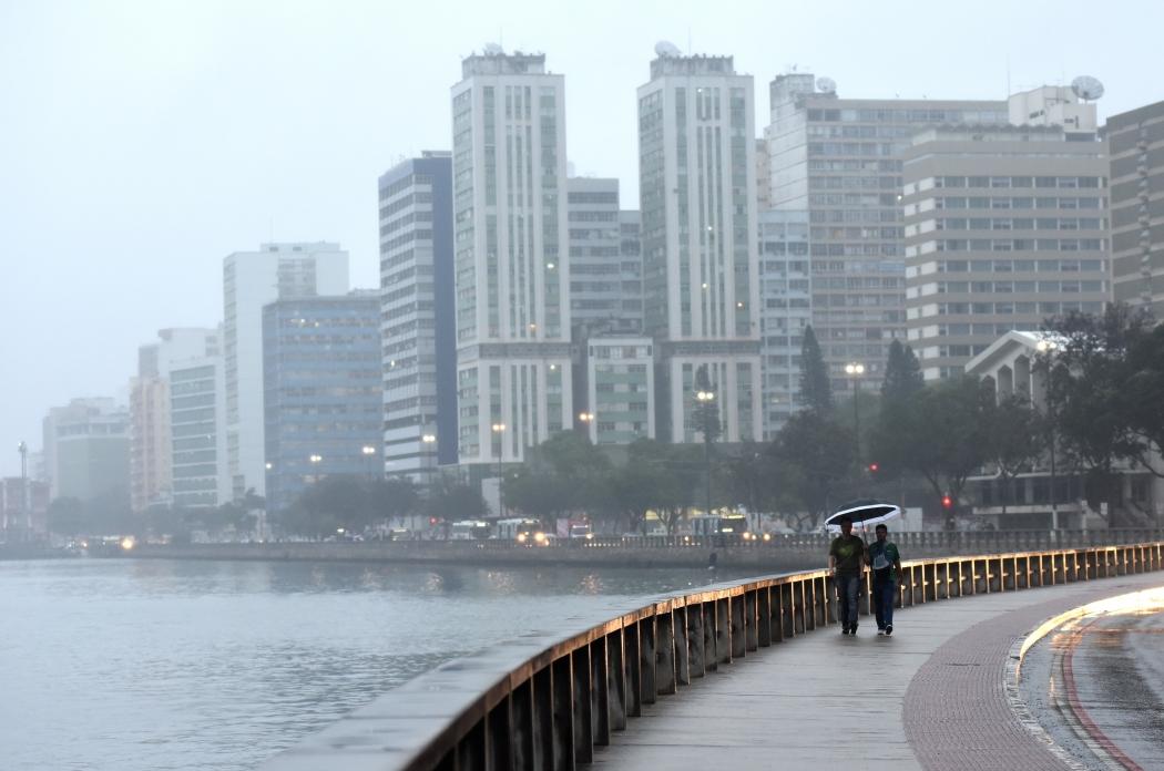 A madrugada desta quarta-feira (18) pode registrar a menor temperatura do ano em Vitória, segundo Climatempo. Crédito: Fernando Madeira